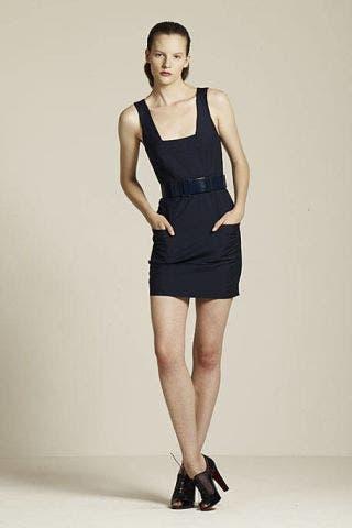 Leg, Human leg, Shoulder, Sleeveless shirt, Joint, Standing, Elbow, Style, Knee, Undershirt,