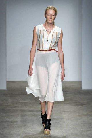 Clothing, Shoulder, Joint, Human leg, White, Style, Sandal, Fashion accessory, Floor, Fashion show,