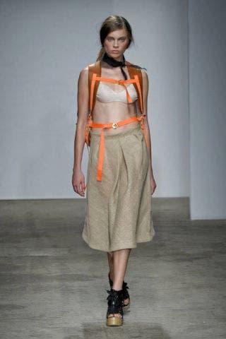 Clothing, Brown, Sleeve, Shoulder, Joint, Style, Fashion accessory, Fashion model, Fashion, Street fashion,
