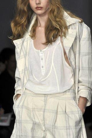 Lip, Hairstyle, Sleeve, Shoulder, Textile, White, Style, Fashion model, Collar, Fashion,