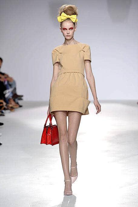 Leg, Brown, Fashion show, Human leg, Shoulder, Joint, Runway, Style, Fashion accessory, Waist,