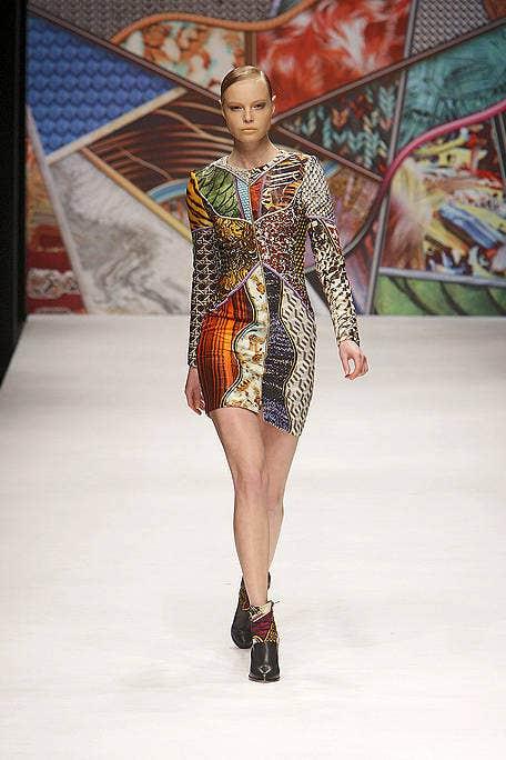 Fashion show, Shoulder, Runway, Style, Fashion model, Dress, Fashion, Model, Waist, Haute couture,