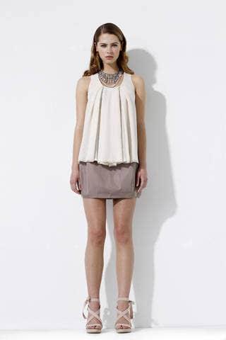 Sleeve, Human leg, Shoulder, Textile, Joint, White, Style, Fashion model, Knee, Waist,