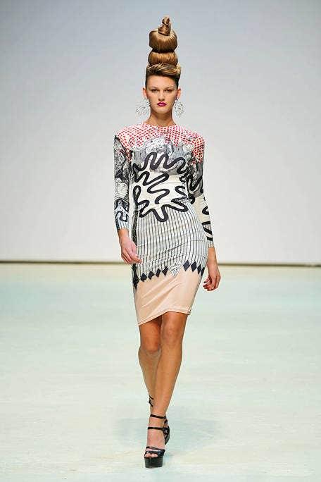 Fashion show, Shoulder, Joint, Human leg, Style, Waist, Fashion model, Runway, Dress, Knee,