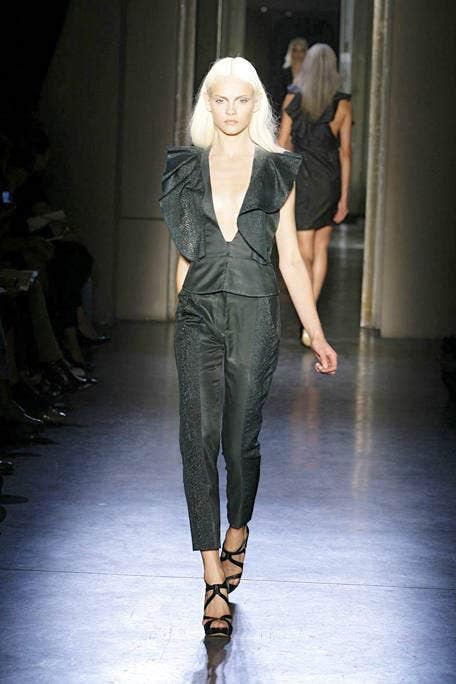 Fashion show, Shoulder, Joint, Runway, Fashion model, Style, Beauty, Fashion, Waist, Neck,