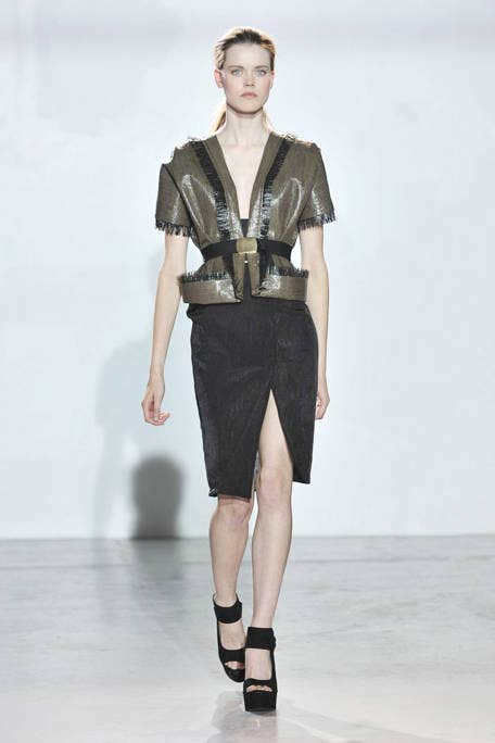 Sleeve, Shoulder, Joint, Human leg, Collar, Fashion show, Style, Knee, Waist, Fashion model,
