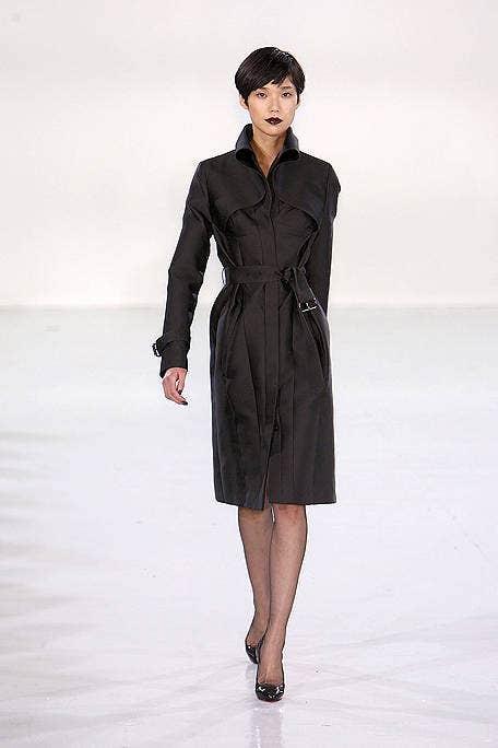 Sleeve, Shoulder, Dress, Standing, Joint, Human leg, Style, Formal wear, Waist, Fashion model,