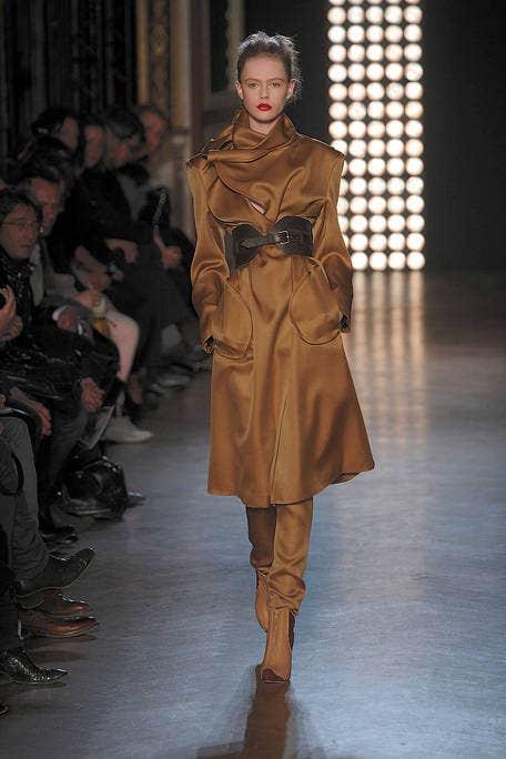 Brown, Fashion show, Runway, Joint, Outerwear, Style, Fashion model, Jacket, Fashion, Waist,