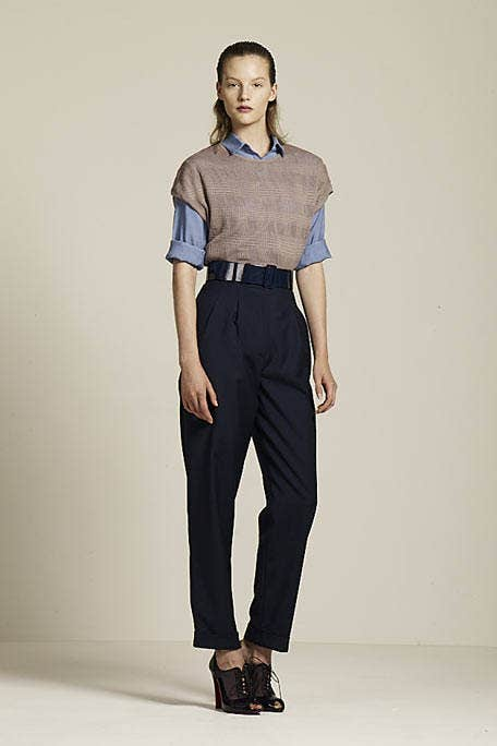 Clothing, Brown, Collar, Sleeve, Human body, Shoulder, Shirt, Textile, Standing, Joint,