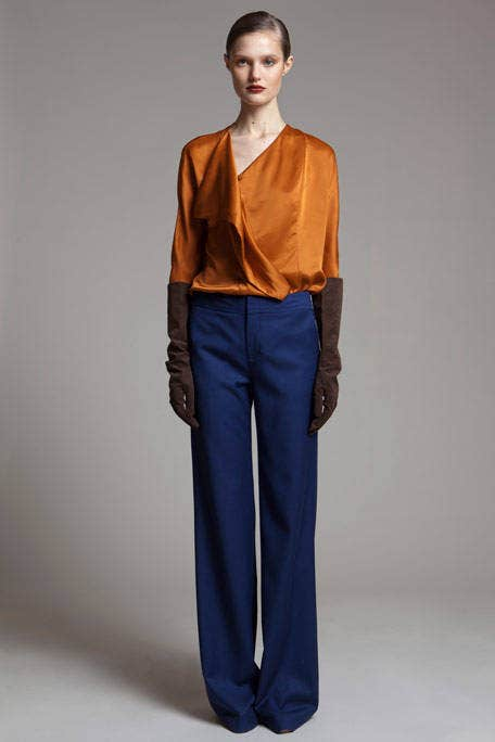 Blue, Brown, Collar, Sleeve, Trousers, Human body, Shoulder, Textile, Standing, Joint,