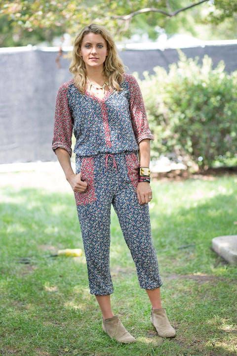 Clothing, Textile, Style, Street fashion, Bag, Spring, Waist, Foot, Fashion model, Fashion design,