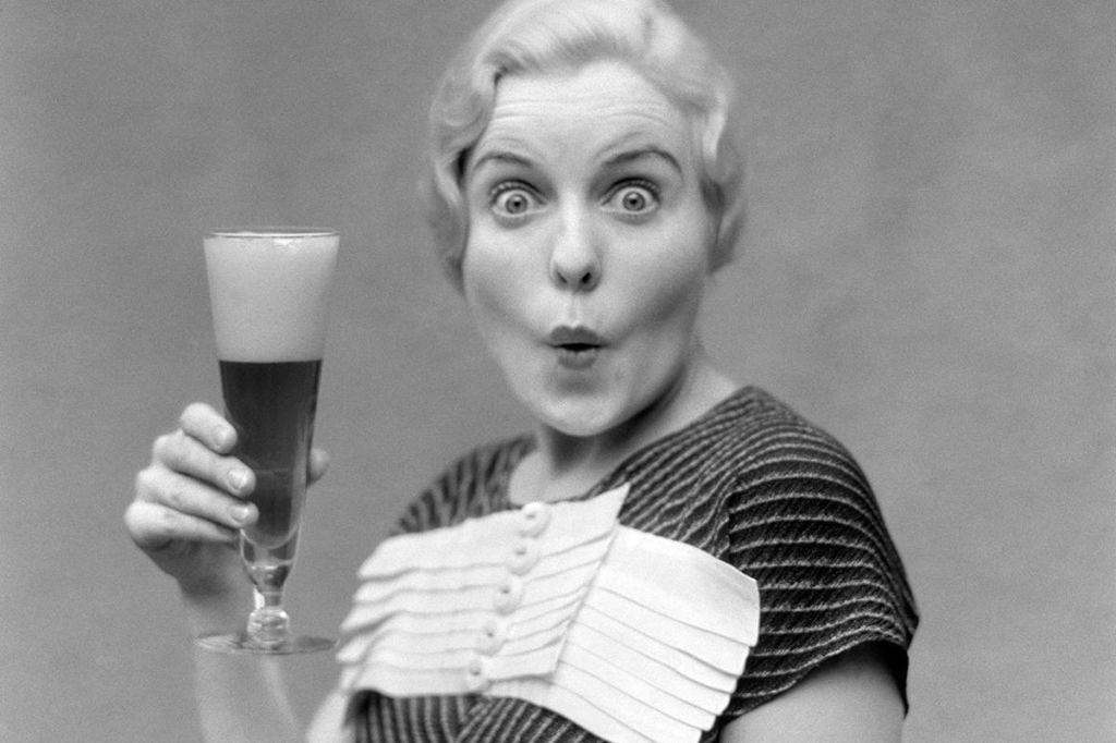 Beer, Barware, Drink, Alcoholic beverage, Beer glass, Stout, Alcohol, Tableware, Drinkware, Ale,