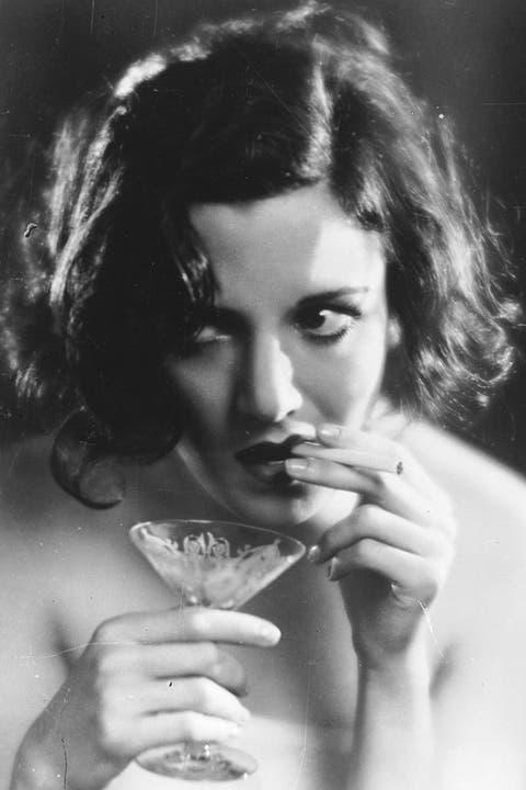 Hairstyle, Eyebrow, Hand, Drinkware, Monochrome photography, Portrait, Monochrome, Black-and-white, Serveware, Drinking,