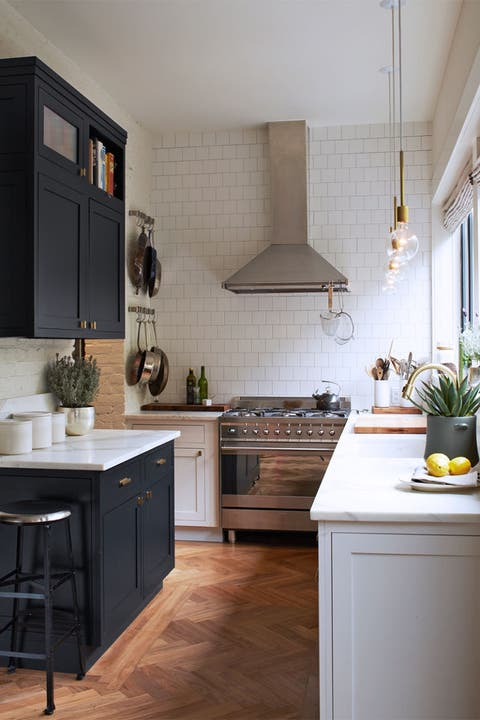 Wood, Room, Floor, Interior design, Property, Flooring, Drawer, Flowerpot, Furniture, Home,