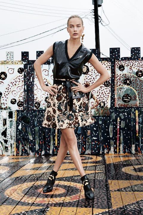 Clothing, Dress, High heels, Style, Fashion accessory, Jewellery, Fashion, Street fashion, One-piece garment, Day dress,