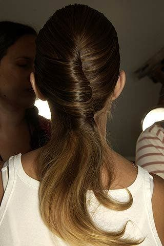 Brown, Hairstyle, Forehead, Shoulder, Eyebrow, Style, Beauty, Hair accessory, Temple, Neck,