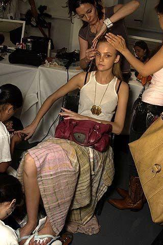 Hair, Arm, Human, Hand, Bag, Fashion accessory, Fashion, Shoulder bag, Luggage and bags, Black hair,