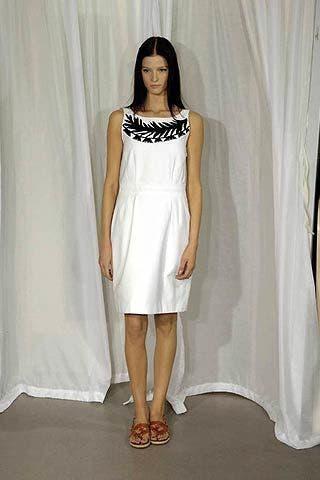 Shoulder, Textile, Human leg, Joint, White, Dress, Style, Formal wear, Fashion, One-piece garment,