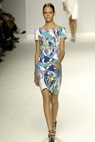 Shoulder, Fashion show, Human leg, Joint, Runway, Style, Fashion model, One-piece garment, Dress, Fashion,