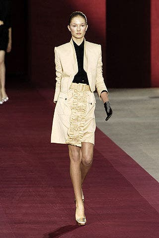 Leg, Shoulder, Flooring, Human leg, Joint, Outerwear, Formal wear, Style, Fashion show, Runway,