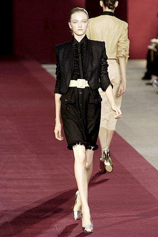 Human body, Shoulder, Flooring, Outerwear, Fashion show, Formal wear, Style, Collar, Runway, Dress,
