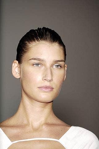 Ear, Lip, Hairstyle, Forehead, Shoulder, Eyebrow, Style, Eyelash, Jaw, Organ,