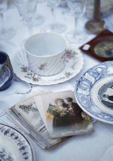 Serveware, Dishware, Porcelain, Drinkware, Cup, Tableware, Teacup, Ceramic, Saucer, Coffee cup,