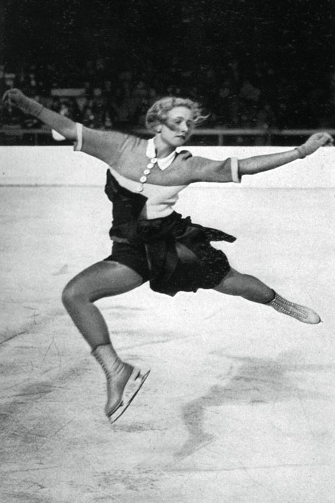 Ice skating, Figure skate, Figure skating, Ice dancing, Jumping, Recreation, Ice skate, Skating, Axel jump, Sports equipment,