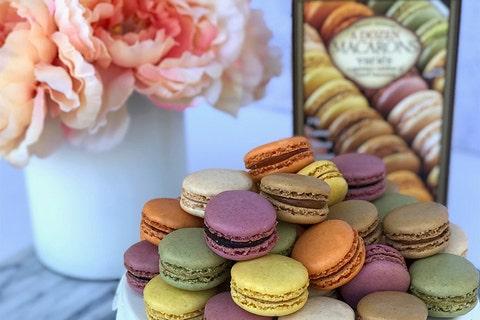 Macaroon, Sweetness, Food, Pâtisserie, Dessert, Baking, Baked goods, Cuisine, Cake, Biscuit,