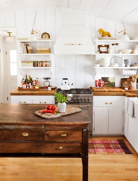 long island farmhouse of antiques dealer hadley wiggins marin owner of north fork antiques shop north found  co and daniele marin kitchen