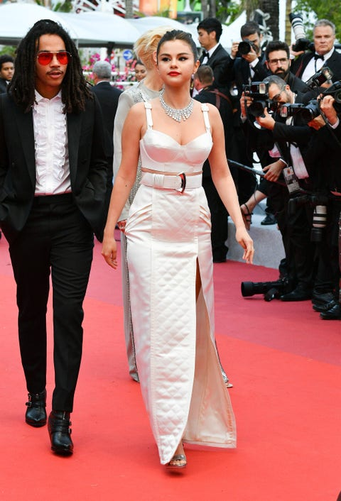 Red carpet, Carpet, Clothing, Flooring, Fashion model, Premiere, Dress, Fashion, Hairstyle, Event,