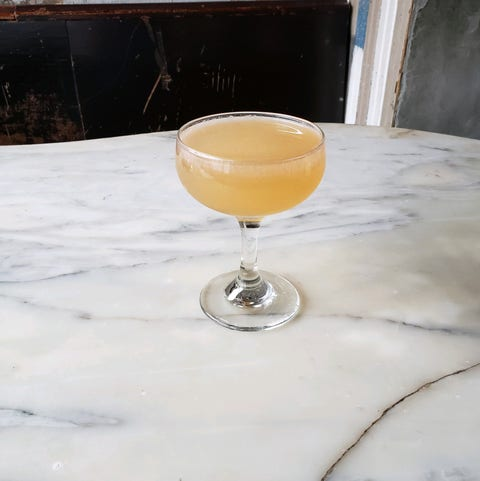 Drink, Yellow, Alcoholic beverage, Champagne cocktail, Classic cocktail, Distilled beverage, Corpse reviver, Juice, Sour, Glass,