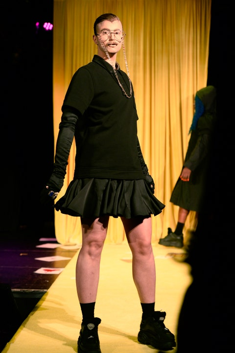 Fashion, Fashion show, Fashion model, Runway, Fashion design, Yellow, Performance, Event, Public event, Leg,
