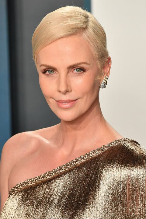 beverly hills, california   february 09 charlize theron arrives at the 2020 vanity fair oscar party hosted by radhika jones at wallis annenberg center for the performing arts on february 09, 2020 in beverly hills, california photo by allen berezovskygetty images