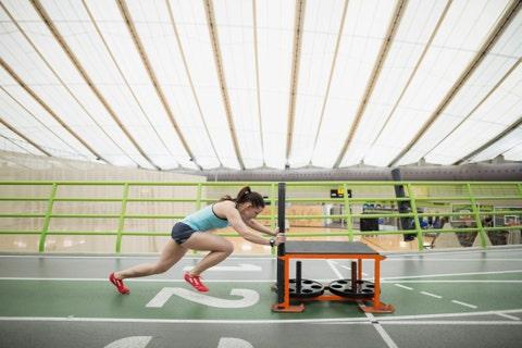 Human leg, Racketlon, Ping pong, Indoor games and sports, Racket, Knee, Individual sports, Athletic shoe, Racquet sport, Calf,