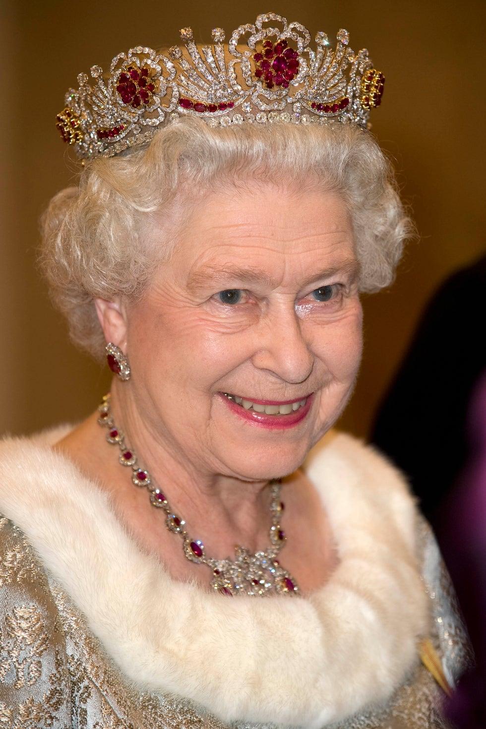 hbz-royal-jewels-queen-elizabeth-gettyim