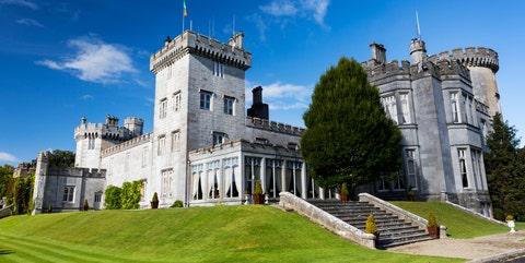 Landmark, Castle, Building, Estate, Property, Architecture, Château, Sky, Stately home, Mansion,