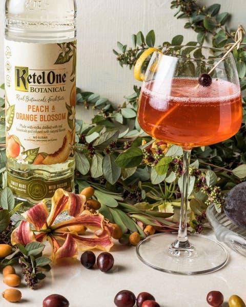 Drink, Alcoholic beverage, Food, Plant, Apéritif, Distilled beverage, Liqueur, Ingredient, Fruit, Herb,