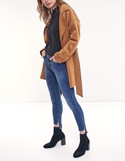 Clothing, Jeans, Outerwear, Denim, Brown, Shoulder, Footwear, Jacket, Leather, Standing,