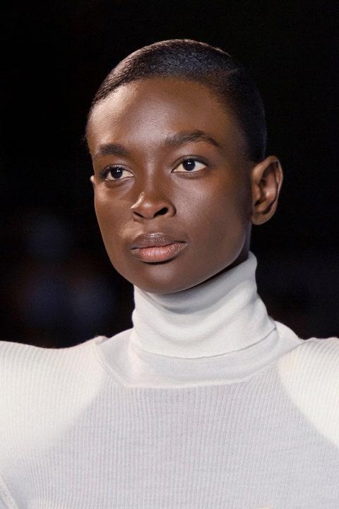 tagli capelli primavera 2021 corti viso diamante