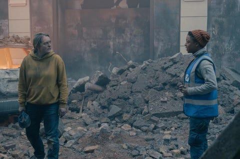 samira wiley and elisabeth moss in season 4 episode 6 of the handmaid's tale