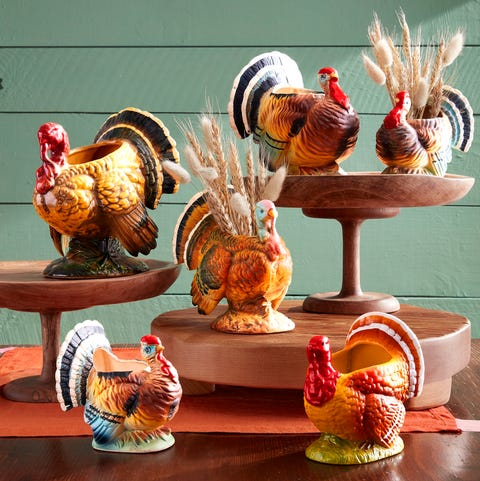 turkey vases filled with wheat