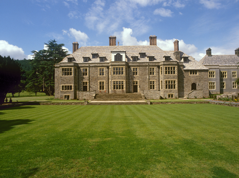 Estate, Property, Mansion, Building, Lawn, House, Grass, Manor house, Home, Stately home,