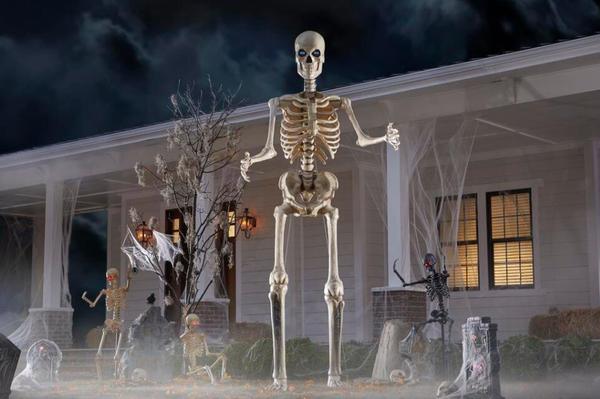 12 ft. Giant-Sized Skeleton with LifeEyes