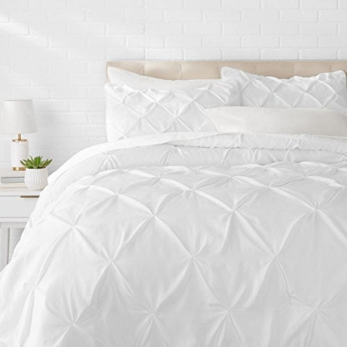AmazonBasics Pinch Pleat Down-Alternative Comforter Bedding Set - Full / Queen