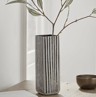 Vase Colonne Rayé Monochrome, Cox & Cox, 50 £